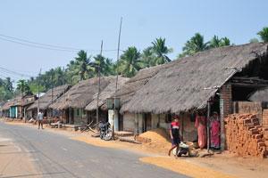 Село расположено вдоль дороги