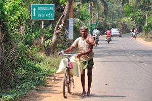 Дорожный знак 'Сатапада 30 км'