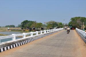 Мост на дороге Брахмагири, направление на Пури