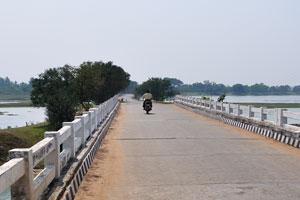 Мост на дороге Брахмагири, направление на озеро Чилика