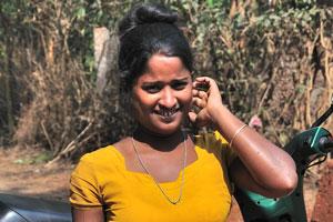 Молодая индийская женщина очень красивая