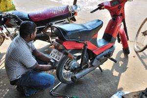 Наш мотоцикл был отремонтирован в близлежащей деревне