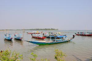 Лодки на озере Чилика