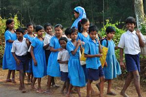 Школьная форма в Индии имеет синий цвет