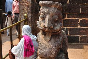 Статуя неизвестного животного