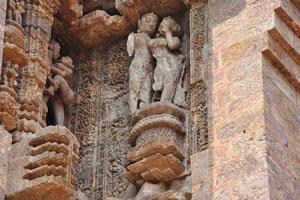 Одна из многих эротических скульптур в Конарке