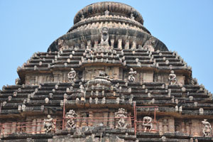 Танцоры в верхней части храма Солнца
