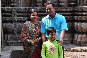 Индийская семья пришла в Конарк