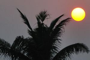 Восход солнца в Пури над Бенгальским заливом