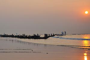 Восход солнца в деревне рыбаков