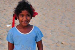 Любопытная индийская девочка