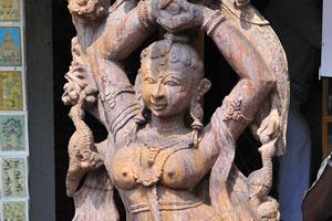 Статуя обнажённой женщины