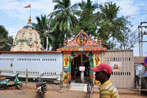 Небольшой индийский кришноитский храм