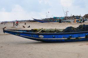 Рыболовное судно загружено сетями