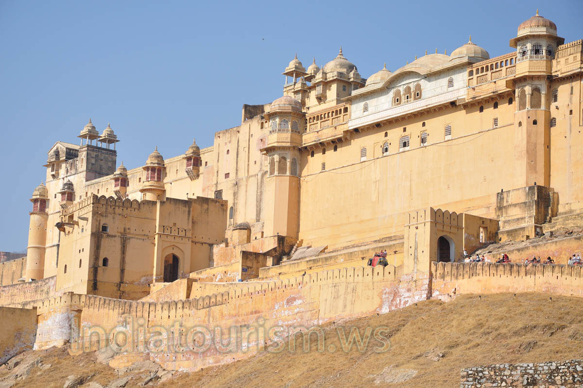 Architecture of amber fort consists of medieval rajput elements amer fort or amber fort Home architecture in jaipur