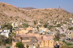 Стена и сторожевая башня форта Джайгар