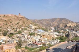 Небольшой город между фортами Джайгар и Амбер
