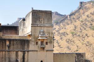 Этот холм является подножием форта Джайгар