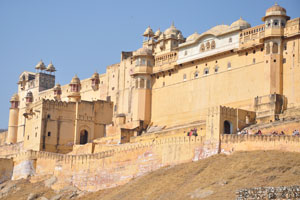 Архитектура Амбер форта состоит из средневековых элементов Раджпут