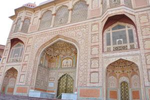 Институт Научных Исследований Бирла: древняя архитектура главного здания