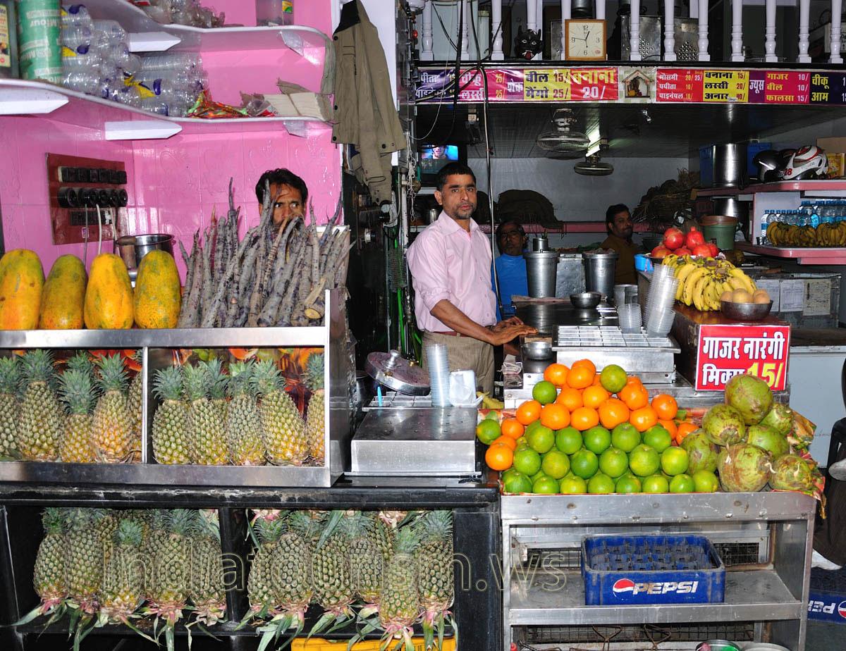 ... , papayas, oranges, bananas, pomegranates and even black carrots Pomegranates