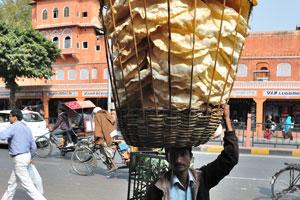 Поппадум - (кулинария Южной Азии) тонкие круглые жареные или печёные лепёшки, часто пряные