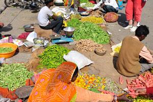 Зелёный перец и джуджуби на овощном рынке возле Джантар Мантар