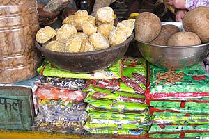 Небольшие коричневые кокосы