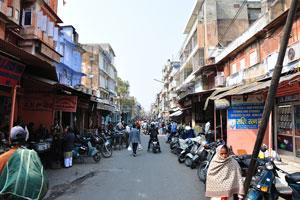Гопал Джи Ka Раста наполнена продавцами, продающими азиатские сладости