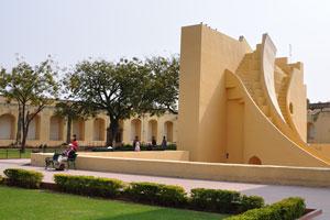 Самрат Янтра в обсерватории Джантар Мантар