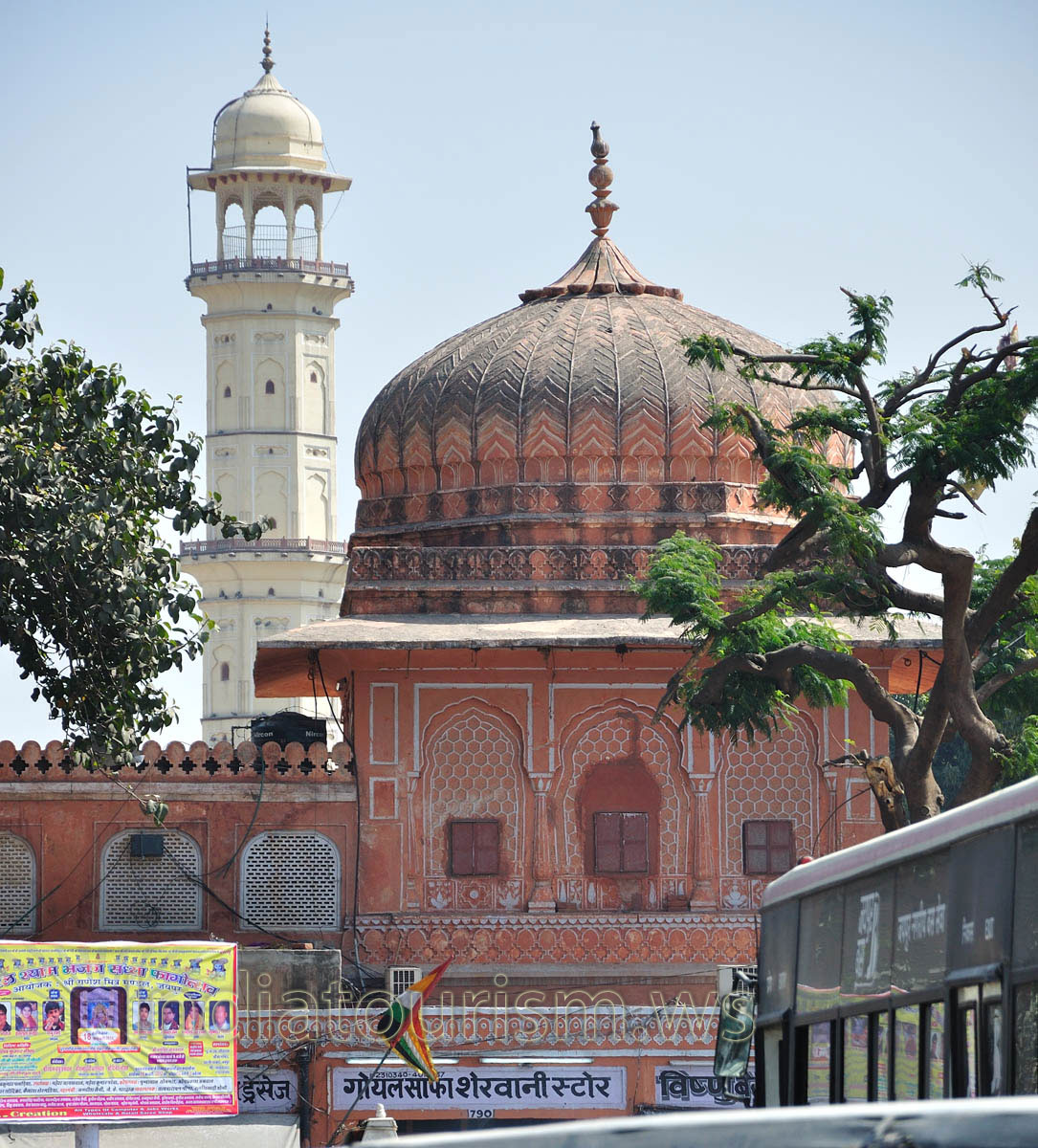Rajput architecture tower and isar lat jaipur rajasthan india Home architecture in jaipur