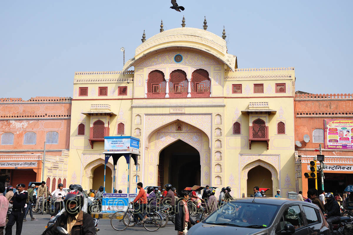 Tripolia gate is built using both mughal and rajasthani for Home architecture jaipur