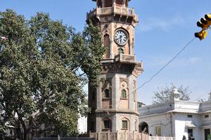 Дорога Мирза Исмаил: Часовая башня была окрашена в серый цвет