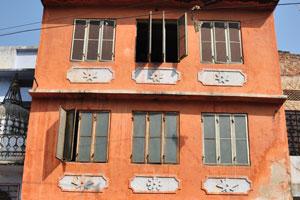 Чоукри Пурани Басти блок: трёхэтажное здание