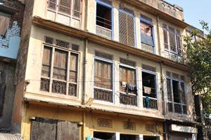 Чоукри Пурани Басти блок: трёхэтажный жилой дом