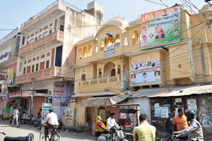 Чоукри Пурани Басти блок: могольская архитектура в современном цвете ванили