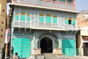 Чоукри Пурани Басти блок: необычный ярко-зелёный цвет Розового города
