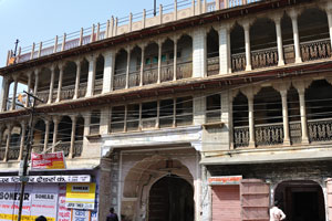 Чоукри Пурани Басти блок (Дорога Нахаргар): здание сложной архитектуры