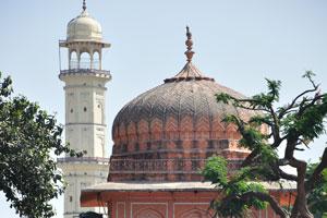Башня архитектуры Раджпут и Исар Лат