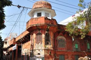 Базар Сирех Деори: узкий переулок направляется к Городскому дворцу