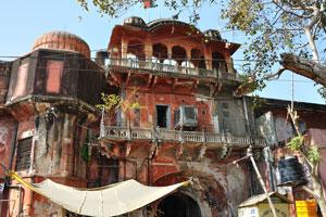 Базар Сирех Деори: архитектура Раджпут