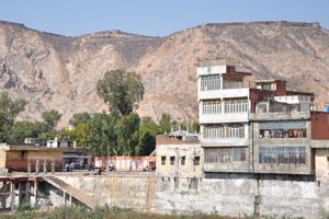 Вид на север от Бадал Махал