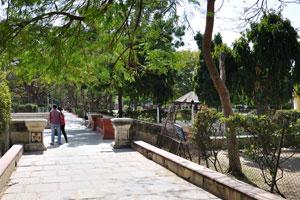 Сад Джай Нивас: этот переулок ведет к Бадал Махал