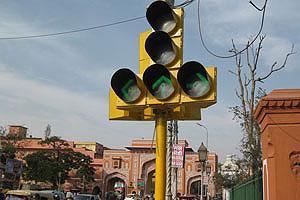 Возле Новых ворот есть дорожный светофор