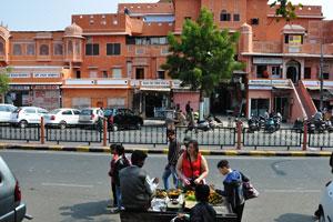 Улица Чаура Раста возле ворот Триполиа
