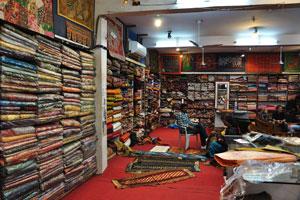 Большой магазин по продаже швейной продукции