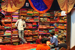 Иностранные туристы хотят купить швейную продукцию
