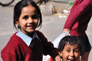 Лица Джайпура: счастливые школьницы