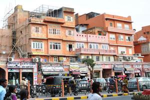 Улица Чаура Раста: британские медицинские магазины; оптики Кумар; оптики Бон