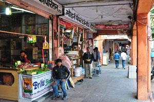 Базар Триполиа: торговые места с номерами 252 и 253